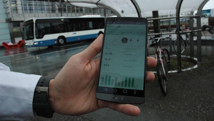 Mit dem Auto, Bus oder Velo fahren – oder gleich zu Fuss gehen? Die Handy-App GoEco! hilft Umweltmuffeln auf die Sprünge.