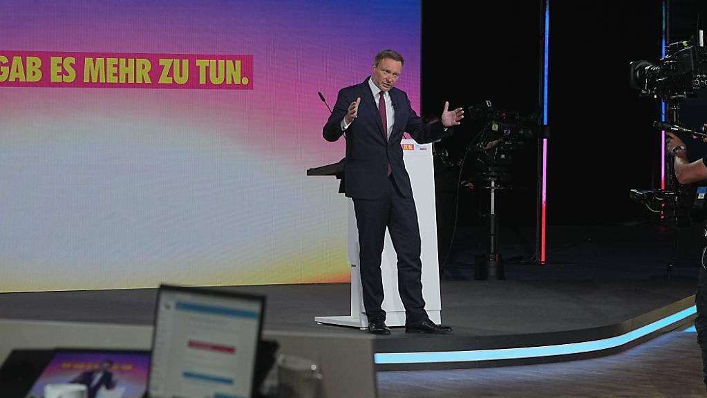 Christian Lindner, Fraktionsvorsitzender und Parteivorsitzender der FDP, spricht beim Bundesparteitag der FDP. Der dreitägige Parteitag wird coronabedingt ohne Delegierte vor Ort in digitaler Form durchgeführt.