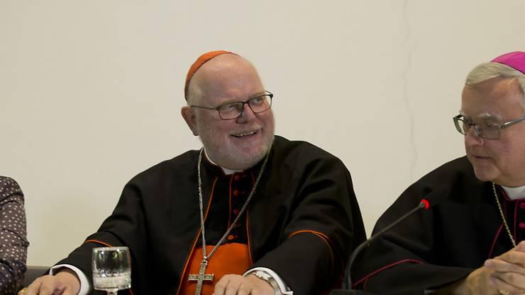 """""""Mediale Inszenierung"""": Kardinal Reinhard Marx (links) am Rande der Familiensynode in Rom"""