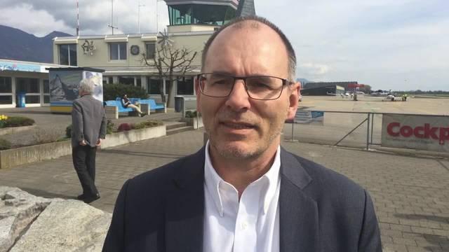 Ernest Oggier, Direktor Regionalflugplatz Jura-Grenchen AG, erklärt, worum es beim Pilotprojekt geht