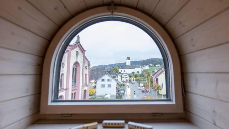 Im Herzen von Lengnau: Blick vom künftigen Informationszentrum auf das Dorfzentrum mit der Synagoge.
