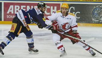 Zugs Simon Lüthi (l.) gegen Lausannes Juha-Pekka Hytönen