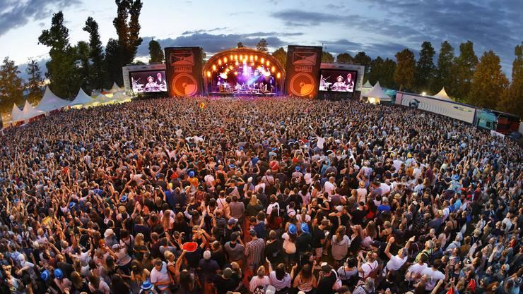 Büne Huber mit seinen Patent Ochsner sorgten für das Highlight des Festivals am Heitere Open Air 2019. Sie wurden vom Publikum frenetisch gefeiert.