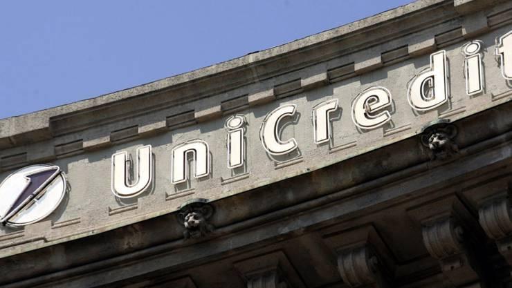 Die italienische Bank Unicredit hat mit der grössten Kapitalerhöhung in der Wirtschaftsgeschichte Italiens begonnen. Mit dem frischen Geld sollen die Löcher in der Bilanz gestopft und der Abbau fauler Kredite finanziert werden.