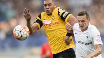 Hoarau schirmt den Ball gegen FCZ-Spieler Kukeli ab