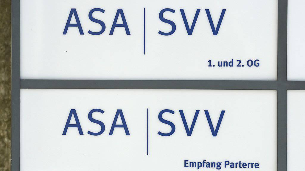 Die Schweizer Versicherungsbranche hat sich 2016 laut Angaben des Versicherungsverbandes ASA SVV in schwierigem Umfeld leidlich geschlagen. (Archivbild)