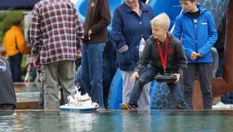 Egal, ob als junger Kapitän oder als interessierte Zuschauerin: Fasziniert waren am Wochenende in der Wohler Badi alle.