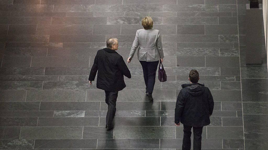 """""""Vertrauensvolles Gespräch"""": Merkel geht nach dem Treffen mit Schulz, Seehofer sowie den Fraktionsspitzen."""
