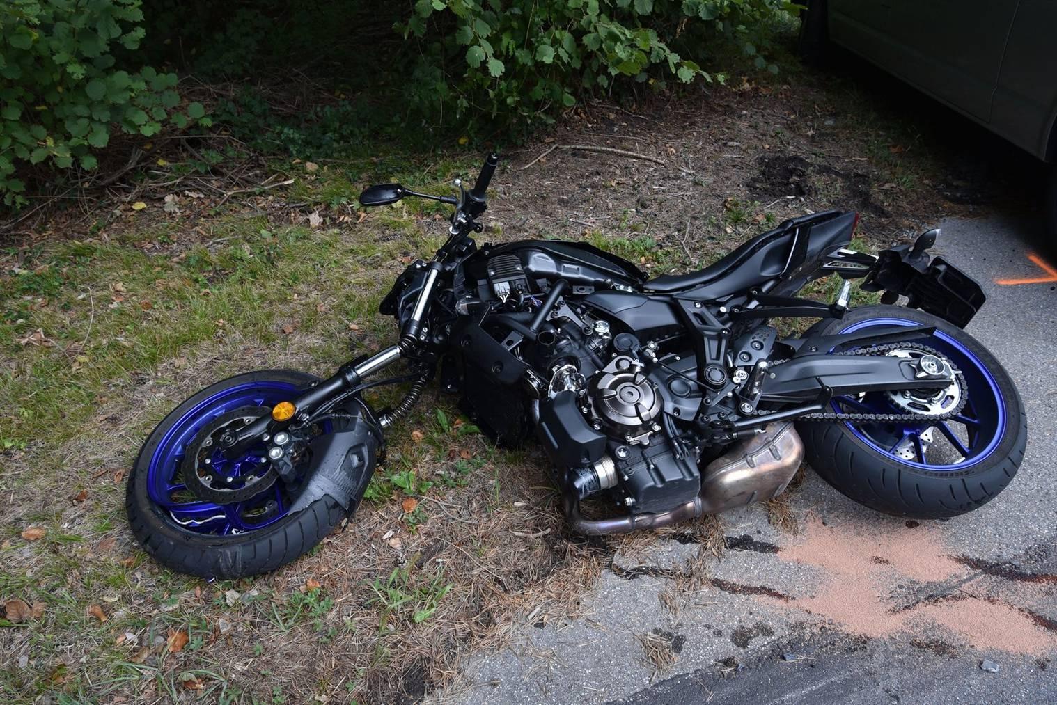 Das Motorrad erlitt einen Totalschaden. (Bild: Kapo Graubünden)
