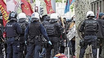Demonstranten besammelten sich unter anderem auf dem Bellevueplatz.