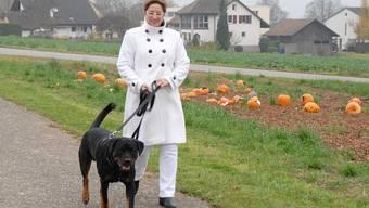 Marianne Mühlberg mit ihrem Rottweiler Bruce. Walter Schwager