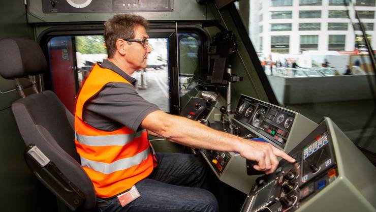 Die Bundesbahnen suchen händeringend nach Lokführern.