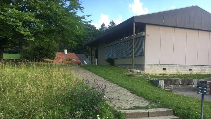 Der Kindergarten Schönbühl ist zu. Die geschlossenen Storen und der zugeklebte Briefkasten sind sichtbare Zeichen.
