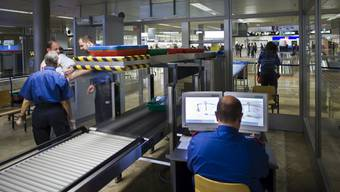 Sicherheitskontrolle am Flughafen Zürich