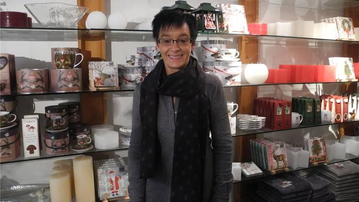 Jolanda Schaffner freut sich über die Kunden während der Adventszeit in ihrem Laden «Wohnhuus». sbö