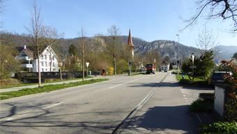 In der Lindenallee in Balsthal muss entlang des rechts liegenden Trottoirs die Wasserleitung etappenweise ersetzt werden.
