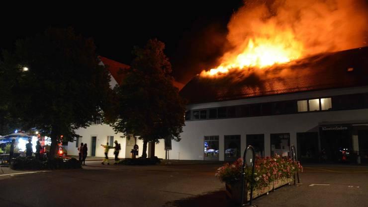 Um 1.15 Uhr in der Früh am Donnerstag 25. August wurde der Brand im Dachstock eines Mehrfamilienhauses gemeldet.