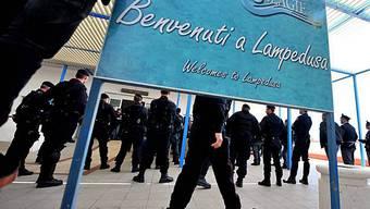 Willkommensschild am Flughafen der kleinen italienischen Insel Lampedusa