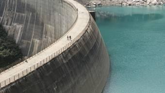Wenn sich die Stromproduktion nicht lohnt: Die tiefen Preise führen dazu, dass Wasserkraftwerke weniger Strom produzieren. (Symbolbild)