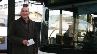 Thomas Strasky beim Bus Nr. 6, der zur Notfallapotheke fährt. Mbü