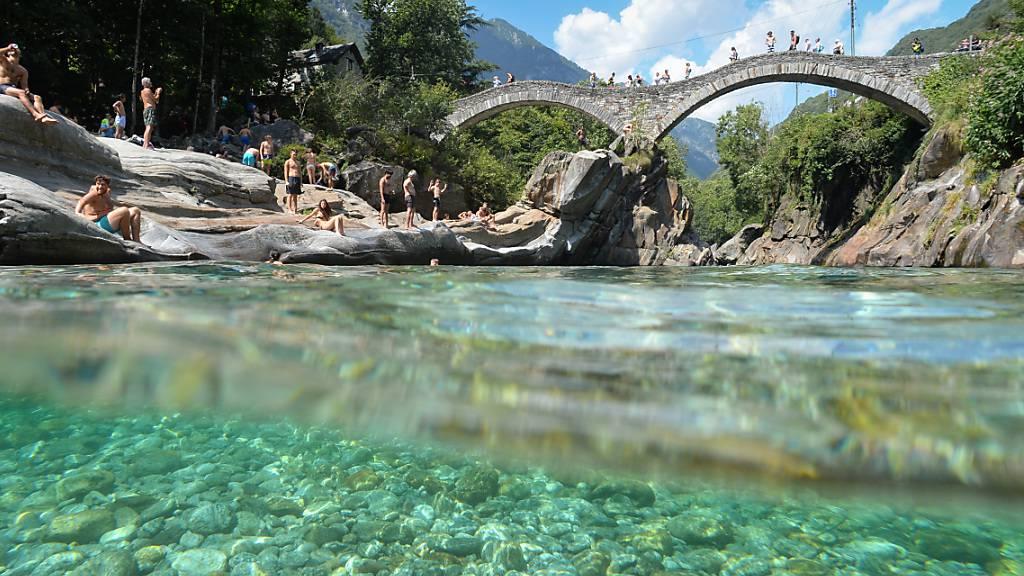 Beliebter Hotspot: Ab Karfreitag gilt an der römischen Brücke von Lavertezzo eine Maskenpflicht.
