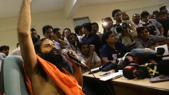 Baba Ramdev fastet gegen die Korruption in Indien