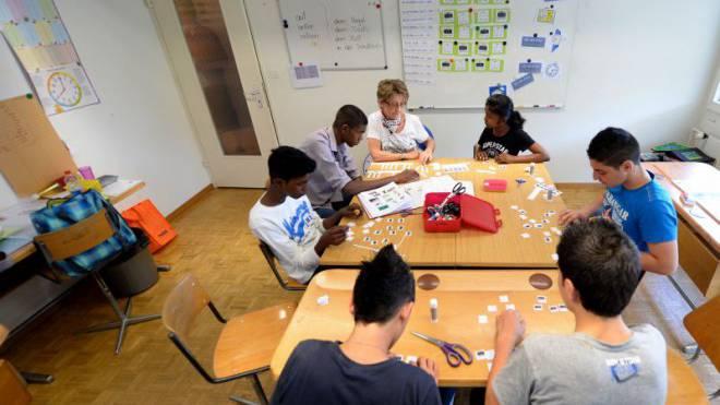 Eine Schulklasse mit sechs minderjährigen Asylsuchenden in Emmenbrücke im Kanton Luzern. Foto: Keystone