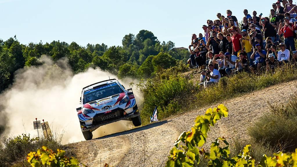 Der Este Ott Tänak begeistert in seinem Toyota auch die Zuschauer in Katalonien.