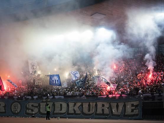 Aufstieg perfekt: Der FCZ-Anhang kann sich dank Schützenhilfe aus Schaffhausen über die Rückkehr in die Super League freuen. (Archivbild)