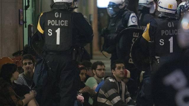 Die Polizei geht gegen Demonstranten in Montréal vor