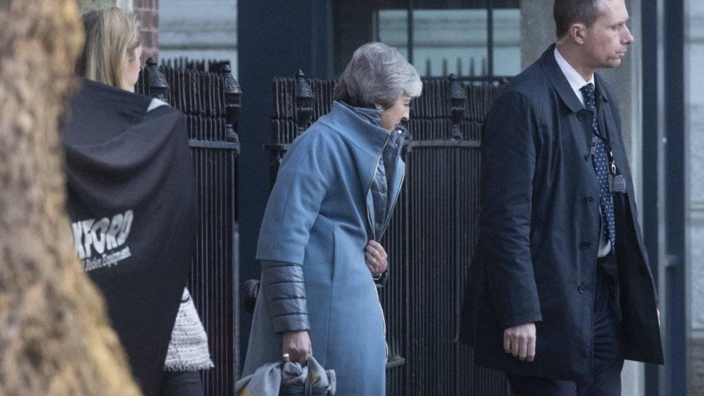 May weht weiterhin kalter Wind entgegen: Am Donnerstag lehnte das britische Unterhaus Anträge der Regierung ab.