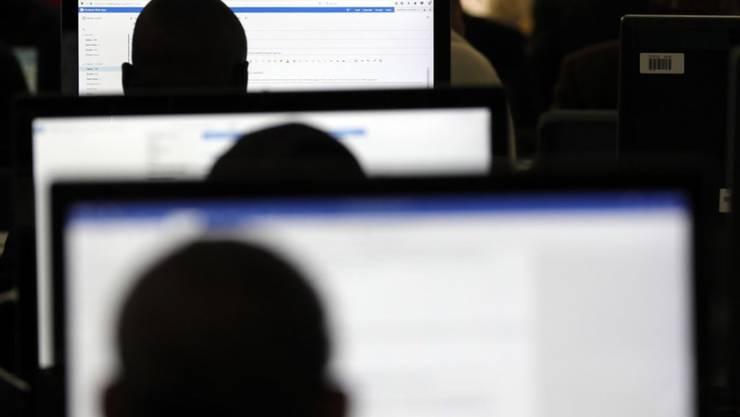 Ziel der Revision des Urheberrechts ist es, die Interessen von Kulturschaffenden besser zu schützen, ohne die Internetnutzer zu kriminalisieren. Nach dem Willen des Bundesrates soll es keine Netzsperren geben. (Symbolbild)