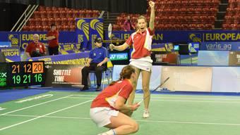 Die Schweizerinnen Sabrina Jaquet und Marion Gruber bejubeln ihren Doppelsieg gegen Schottland