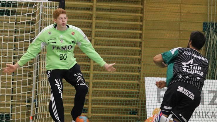 HSC Goalie Flavio Wick stoppt Lukas von Deschwanden.
