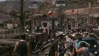 In der chilenischen Stadt Valparaíso wüteten über Weihnachten schwere Brände. Hunderte Häuser wurden zerstört. Die Menschen suchen nun in den Ruinen nach Überbleibseln ihrer Habseligkeiten.