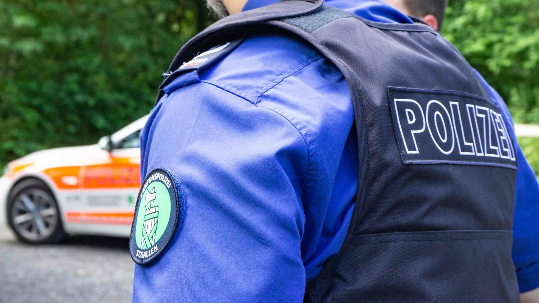 Die falschen Polizistinnen ergaunerten Bargeld und Wertsachen im Wert von rund 30'000 Franken. (Symbolbild)