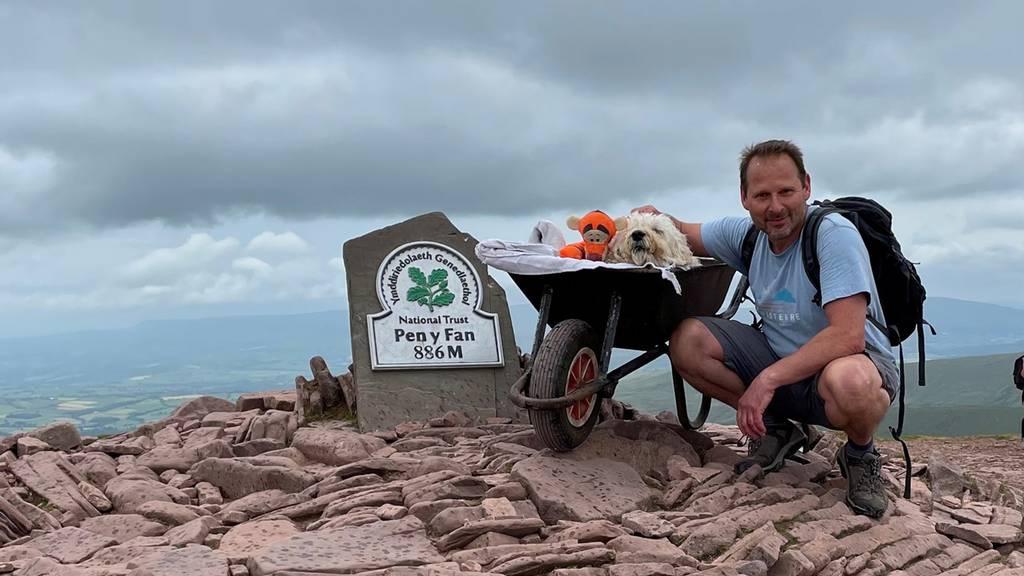Herrchen verabschiedet kranken Hund mit letztem gemeinsamen Abenteuer