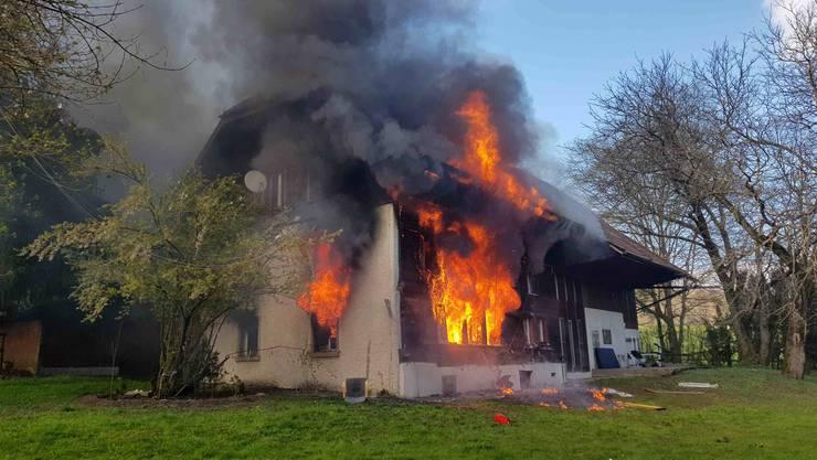 Die Asylunterkunft in Oftringen brannte am Freitagabend.