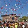 In Wangen bei Olten wird das neue gebaute Schulhaus Alp II mit einem zweitägigen Dorffest, Konzerten und einem Umzug eingeweiht.