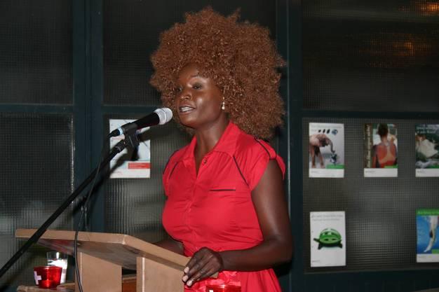 Bundesfeier 2015 in Oberengstringen, Festrednerin ist die Weininger Künstlerin Yvonne Apiyo Brändle-Amolo
