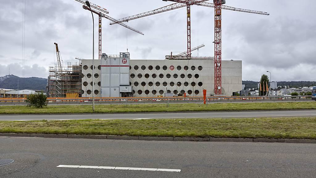 Der Umsatz im Bausektor ist wegen Corona eingebrochen: eine Baustelle in Zürich (Archivbild).