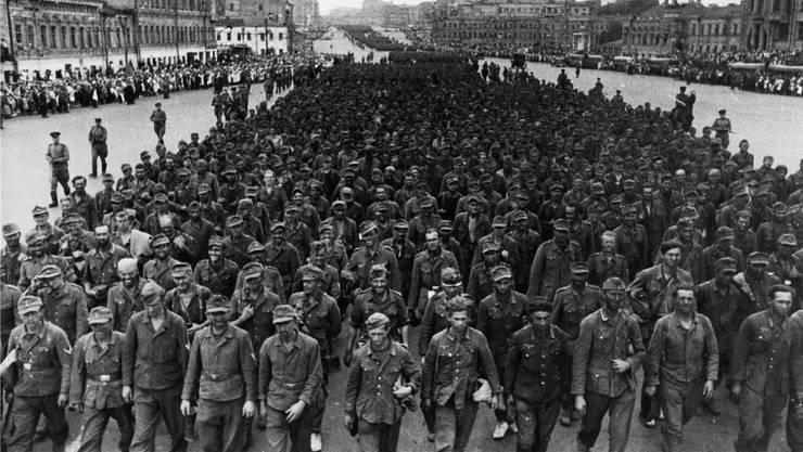 Vorboten der Niederlage: Deutsche Kriegsgefangene in Moskau.
