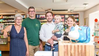 Eveline und Thomas Moser mit den künftigen Inhabern Andreas und Eliane Meier sowie Sohn Levi (v.l.).