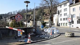Variante «Moderna»: Derzeit wird in einem kurzen Abschnitt auf dem Trottoir bei der alten Aarebrücke eine Musterpflästerung erstellt.