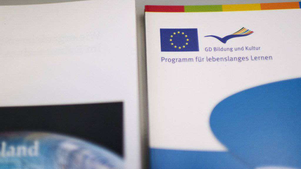 Broschüren zu Studentenaustausch und dem Erasmus-Programm liegen auf im International Relations Office der Universität Zürich im März 2014. (Archiv)