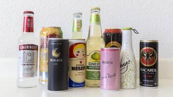 Ein Bacardi Cola, ein Desperados oder doch lieber ein Sminoff Ice? Erwachsene haben die Qual der Wahl. Doch für Jugendliche unter 18 Jahren sind nicht all diese Getränke legal erhältlich. Wüssten Sie, wer was kaufen darf? Testen Sie ihr Wissen im Quiz.