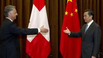 Bundesrat Burkhalter und Chinas Aussenminister Wang Yi im Frühjahr