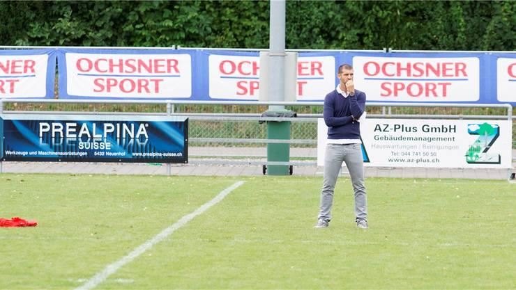 Trainer Goran Ivelj weiss noch nicht, wen er zum Meisterschaftsbeginn aufs Feld schicken soll. Archiv/bier