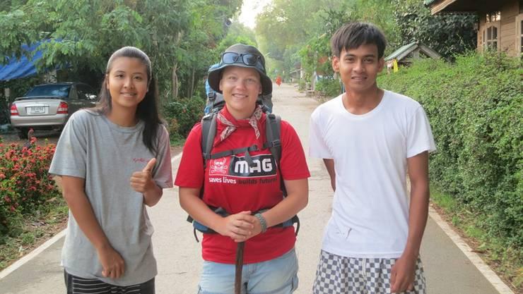 Mamiaw und Mak aus Thailand posieren mit ElviraHäfeli.Pascal Wettstein