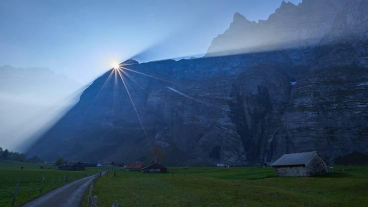 Licht und Schatten im Urbachtal (BE) - überraschender Abschluss einer beeindruckenden Wanderung zur Dossenhütte.